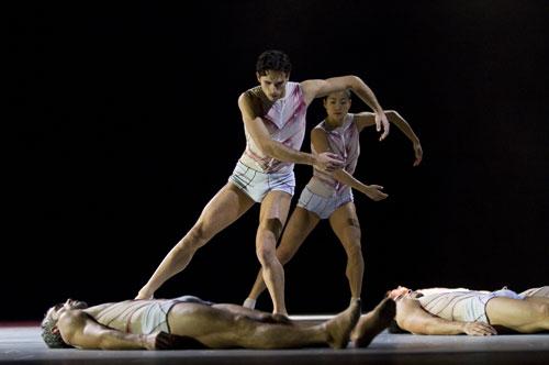 Chorégraphie Lux par Ken Ossola