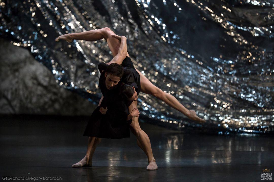 Les danseurs du Grand Ballet de Genève pour Mémoire de L'Ombre de Ken Ossola en 2014.