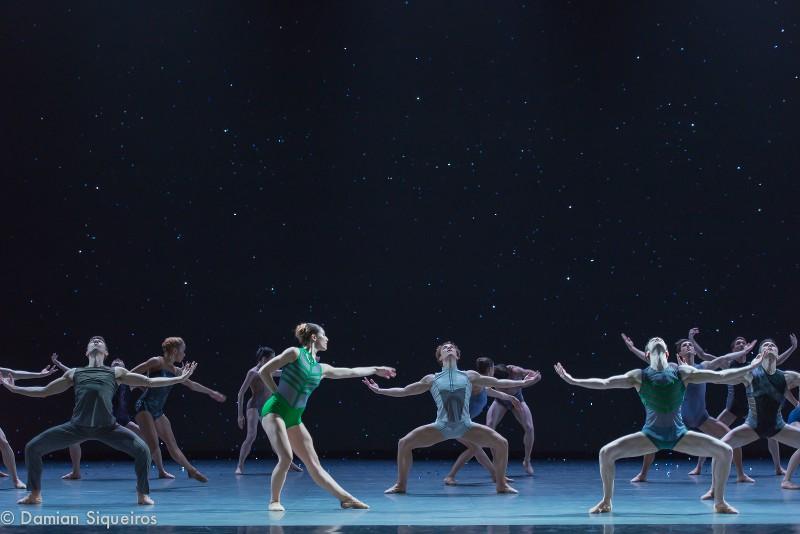 Extrait du final de la création de Ken Ossola, La Lueur de l'Aube en 2016 pour les Grands Ballets Canadiens de Montréal