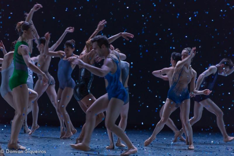 Final de la chorégraphie de Ken Ossola, La Lueur de l'Aube en 2016 pour les Ballets Canadiens de Montréal