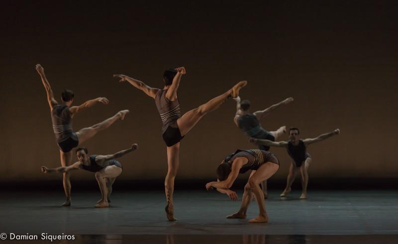 Les danseurs du Grand Ballets Canadiens de Montréal pour la chorégraphie de Ken Ossola, la Lueur de l'Aube en mars 2016