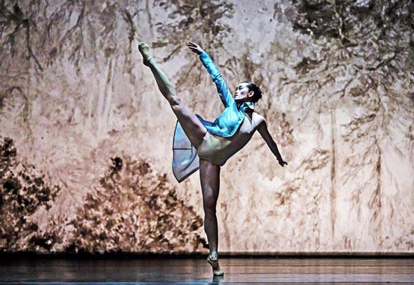 xtrait de Mémoire de L'Ombre, spectacle chorégraphique de Ken Ossola pour le Grand Ballet de Genève en 2014.