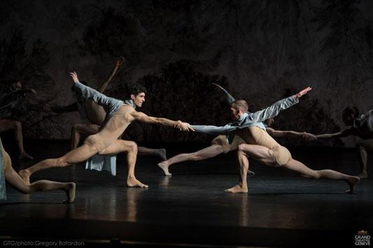 Duo masculin de Mémoire de l'Ombre, par le Ballet du Grand Théâtre de Genève, pour Ken Ossola