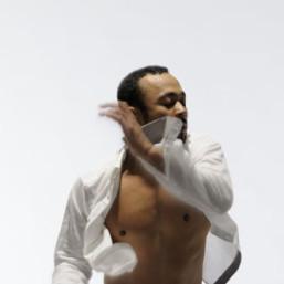 Ken Ossola en pleine répétition