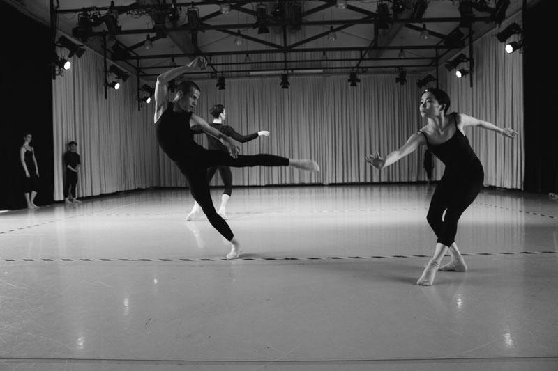 Final de La Lueur de l'Aube, chorégraphie de Ken Ossola, création Montréal Mars 2016